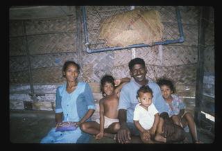 250043216_1999-srilankafamilyone01