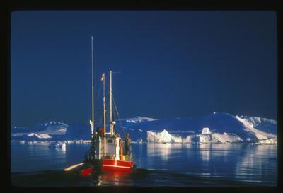 303508124_greenlandotherboat